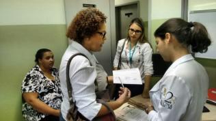 em Belo Horizonte a equipe técnica da ADRA além de orientar, acompanha a filha Ednéia à rede médica e socioassistencial mineira, para apresentar o histórico de dona Lenira e dar continuidade ao seu tratamento no novo lar