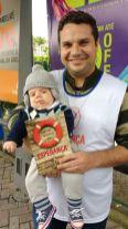Daniel Xavier levou o filho de 2 meses para a distribuição