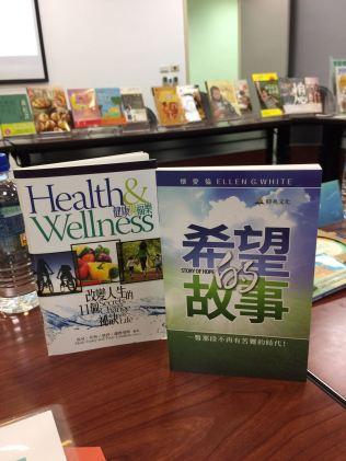 Livro missionário distribuído em Taiwan.