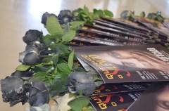 Taguatinga Norte distribuiu rosas negras representando os efeitos da violência