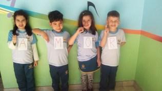Crianças aprendem linguagem de sinais. [foto: EAA]