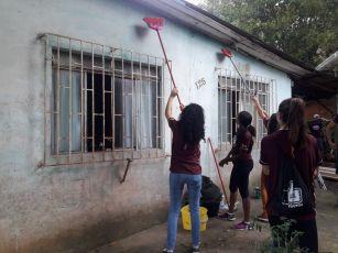 Voluntários fizeram a limpeza e pinturas de paredes