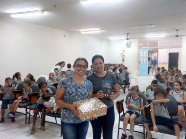 Neide e Luciana foram as voluntárias que acreditaram e colocaram em prática a Semana Santa na Escola.