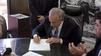 Prefeito sanciona a lei que insere o Quebrando Silêncio na agenda oficial do município.