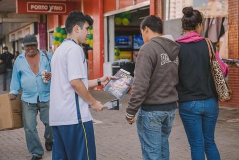 Após aprender sobre o tema, os alunos foram às ruas para conscientizar a comunidade