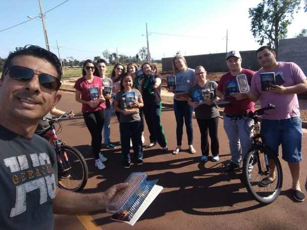 Uma das ações de Foz do Iguaçu promoveu a entrega de um kit de boas vindas a moradores de um novo bairro da cidade.