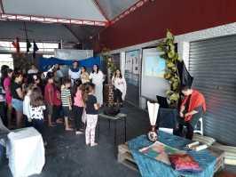 Espaço para contação de histórias bíblicas reuniu dezenas de crianças. [Foto: Felipe Silva].