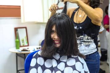 Aluna demonstra gratidão ao realizar doação de seus cabelos