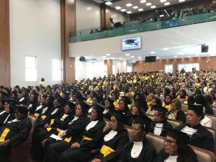 Estudantes participam da cerimônia de formatura Aluna discursa durante formatura (Foto: Divulgação)