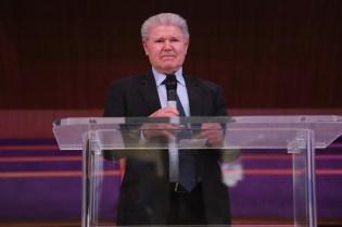 Pastor Fuckner, jubilado há 18 anos, dá conselhos
