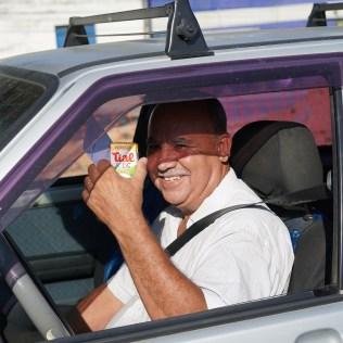 Mais de 500 sucos e chup-chups de maracujá foram distribuídos em cerca de duas horas de ação