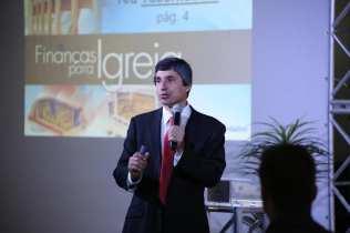 Pr César Guandalini promoveu seminários sobre fidelidade, liderança e finanças para igreja durante o concílio. (Foto: Mayra Marques)