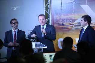 À esquerda, Pr. Everson Ferreira, secretário executivo e líder de Mordomia Crista da AMS; ao centro, Pr. Gustavo de Sá, presidente da AMS; à direita, Wesley Oliveira, tesoureiro da AMS.