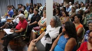 Pessoas que assistem na comunidade Partilhando Jesus, na capital da Bahia.