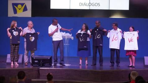 Uma linha de roupas foi lançada para casais (Fotos: Joelton Oliveira)