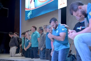 Pastores distritais intercedem pelo projeto (Foto: Elvis Natali)