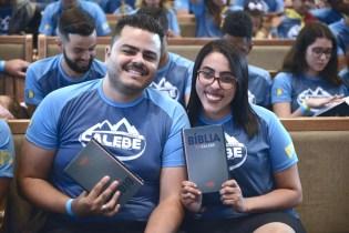 Calebes receberam kits com camiseta e Bíblia (Foto: Renan Lima)