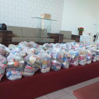 Feira de saúde e entrega de alimentos em Dourados - MS