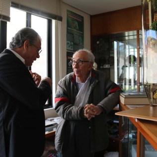 Doutor Marcos e doutor Ruy durante conversa nas dependências da Sociedade (Foto: Mauren Fernandes)