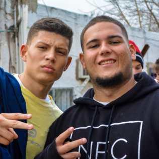 Matheus Caiffa (esq) com o amigo Gabriel Mendes