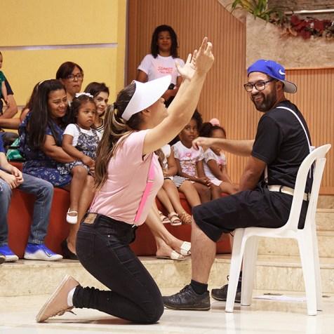 Peça apresentada pelos surdos durante o momento infantil. (Foto: Renata Paes)