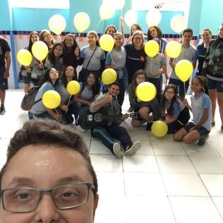 Pastor Allyson Firme com a turma de alunos para a visita ao asilo.