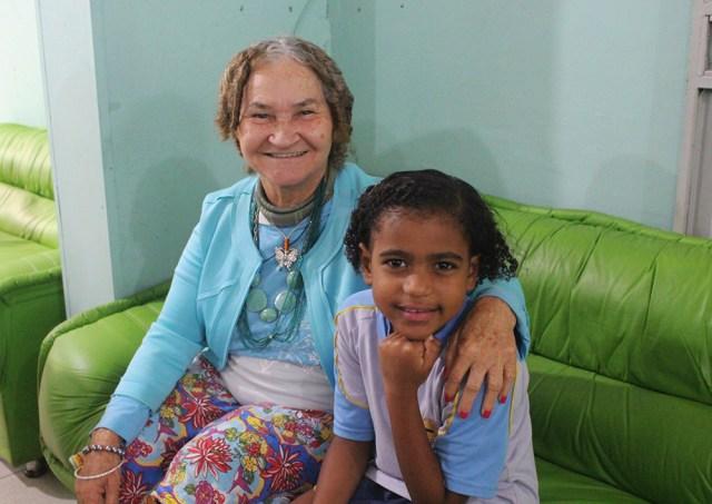 Idosas e crianças passaram tempo juntos (Foto: Renata Paes)