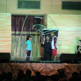 Show de bolhas impressionou as crianças (Foto: Gabriela Victorio)