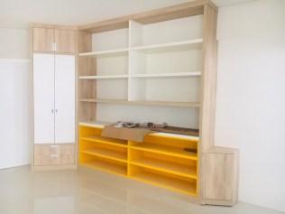Aos poucos os móveis vão sendo colocados nas salas de aula. (Foto: Renata Paes)