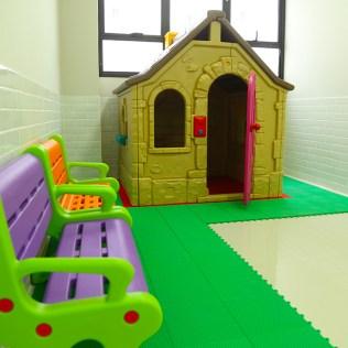 A brinquedoteca está sendo preparada para receber os alunos. (Foto: Renata Paes)