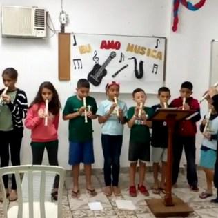 Aula de flauta doce.