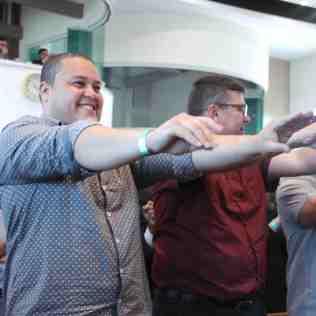 Momento de descontração: líderes participam de dinâmica corporal (Foto: Comunicação APL)