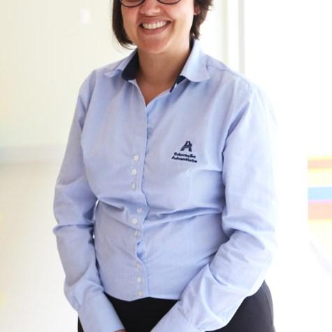 Marina Faria, pedagoga e educadora física, técnica em Secretaria Escolar. Atua na secretaria e tesouraria da EAP. Está na Educação Adventista há 10 anos. (Foto: Renata Paes)