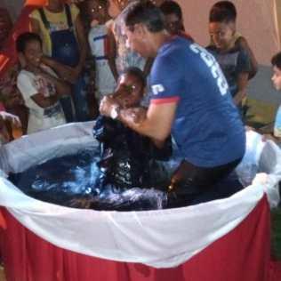 Batismo que aconteceu ao final do evangelismo. Foto: Arquivo pessoal