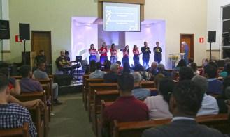 Ministério de Louvor e Banda da Igreja Adventista da Pampulha com os momentos de louvor (Foto: Renata Paes)