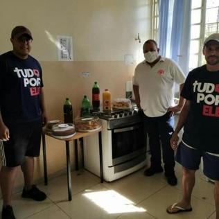 Lanche para profissionais de saúde que estão trabalhando em Monte Azul Paulista. Foto: colaborador local