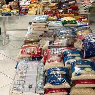 Ao todo, 800 quilos de alimentos foram arrecadados (Crédito: voluntários)