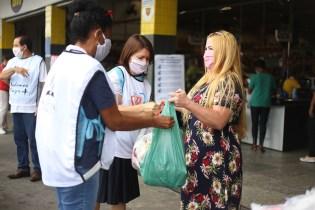 Chegada de doações (Foto: Renata Paes)