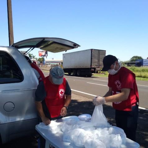 Voluntários fazem a entrega entre 11 e 13 horas.