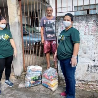 Entrega de cestas para famílias de Miguel Brada, em Suzano-SP.