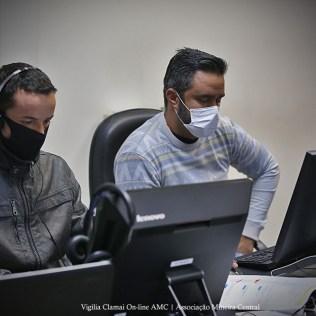 Técnicos responsáveis pela transmissão. (Foto: Renata Paes)