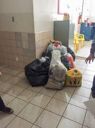 Grupo doou sapatos, agasalhos e materiais de higiene pessoal. (Foto: Arquivo pessoal)