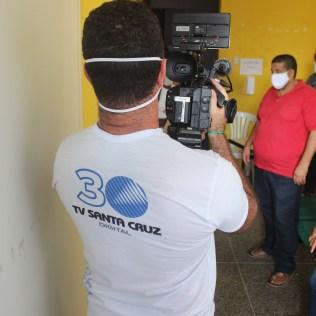A doação foi feita pela TV Santa Cruz, afiliada da TV Globo, em parceria com a Secretaria de Assistência Social do município, após realizarem uma arrecadação com o Drive Thru Solidário. (Foto: Evellin Fagundes)