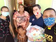 Doação de cestas básicas e sopão promovido por calebes da 706 Sul