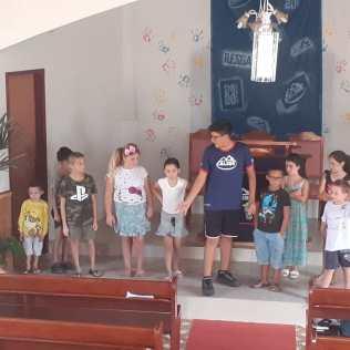 Isaque participando do ministério da Criança.