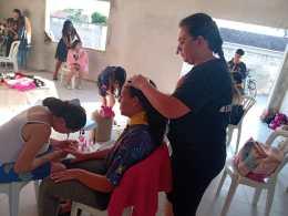 Meninas tiveram momento de beleza para cuidar do cabelo e unhas.[Foto: Reprodução].