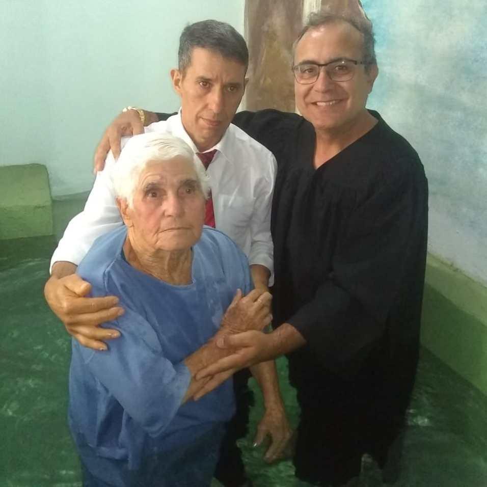 Dona Catharina durante o seu batismo, em Chapecó. [Foto: Arquivo de familiares].
