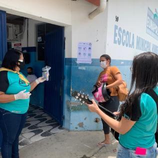 Equipe Calebe também cantou para candidatos (Foto: Reprodução)