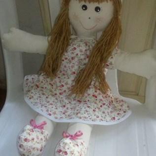 Boneca de pano confeccionada por Telma. (Imagem: reprodução)