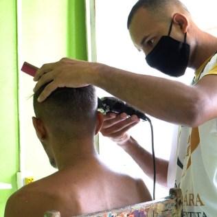 Barba e cortes de cabelo gratuitos. (Foto: Ivo Araújo)